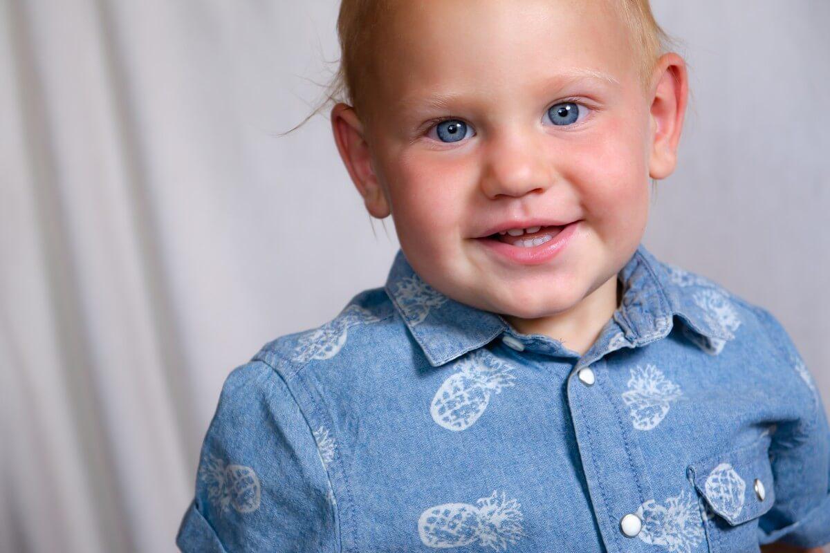 fotograf dziecięcy łódź Sesja dziecięca Łódź uśmiechnięty chłopiec Adaś 08