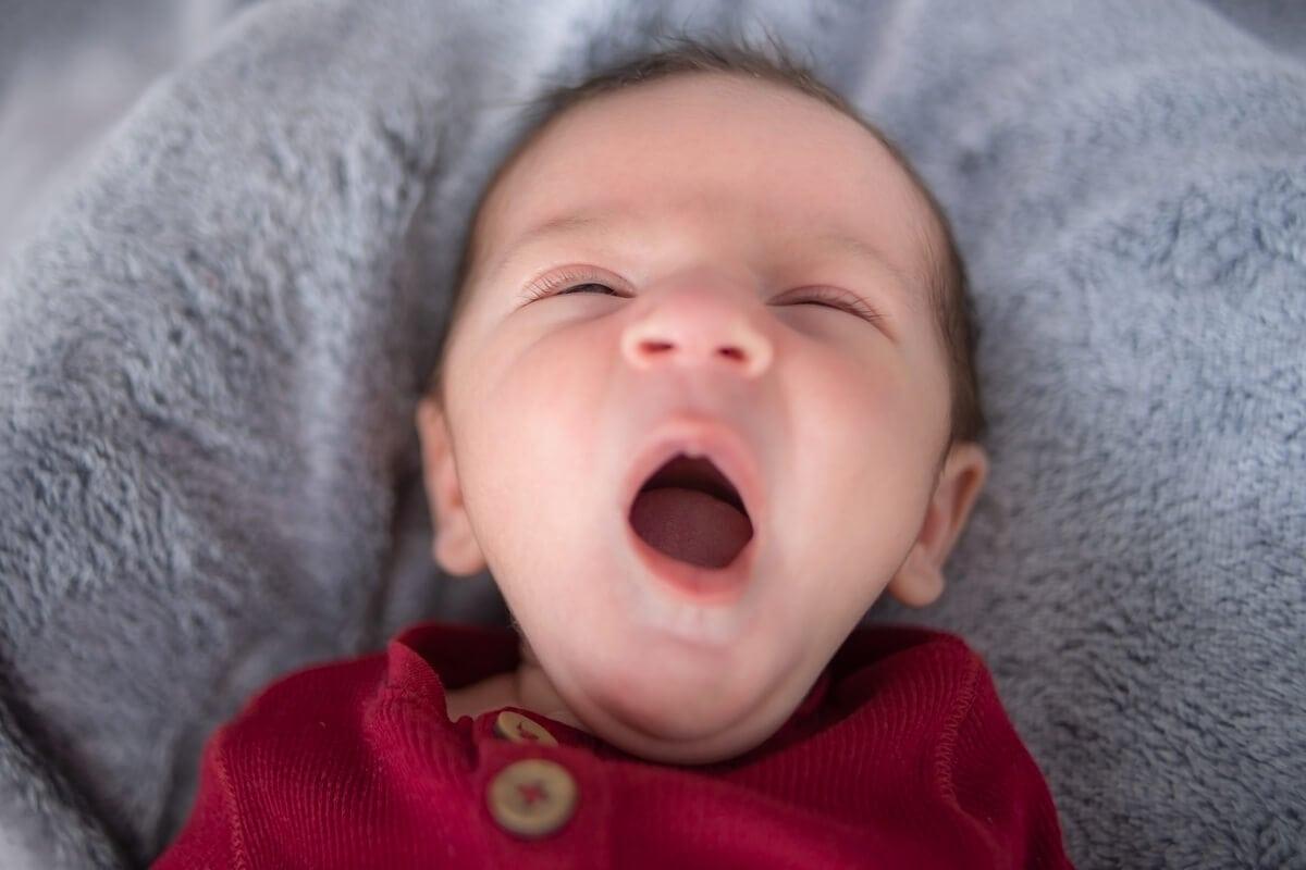 sesja noworodkowa w domu łódź noworodek ziewa k07