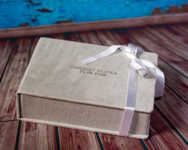 zdjęcia z chrztu łódź pamiątka chrztu świętego eleganckie pudełko na zdjęcia 02