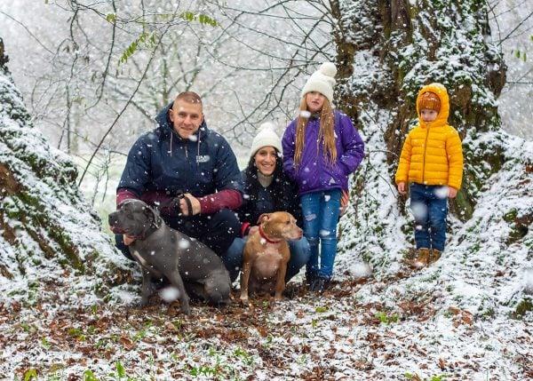 zimowa sesja rodzinna z psami fotograf rodzinny łódź sesja z psem